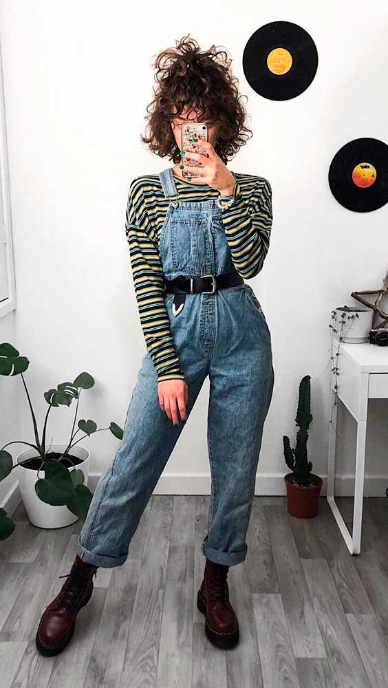 sobreposição com jardineira e blusa listrada de manga