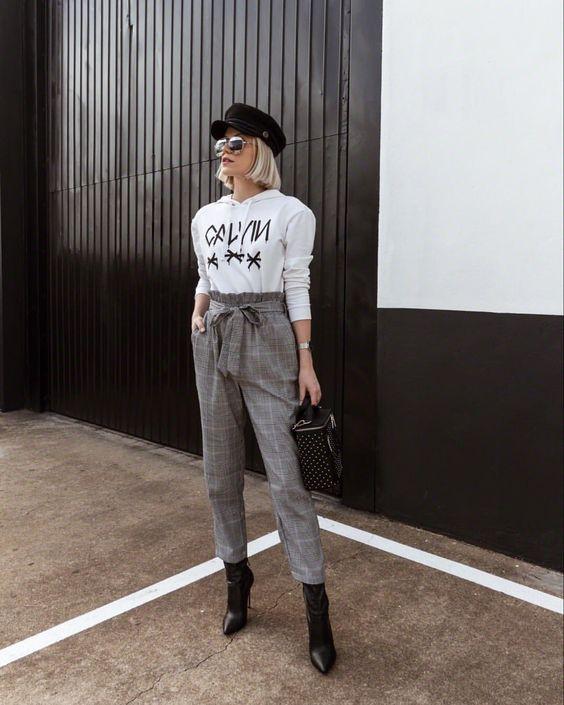 boina, blusa branca de amnga, calça clolhard e ankle boot