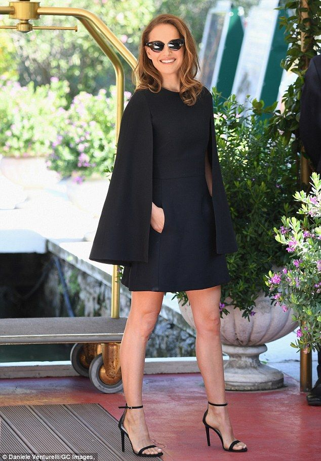 vestido capa preto
