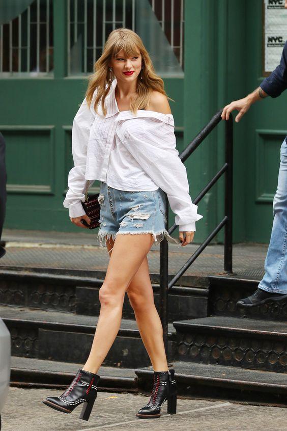 Taylor Swift com camisa branca