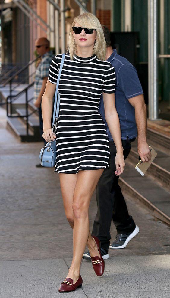 Taylor Swift com vestido listrado