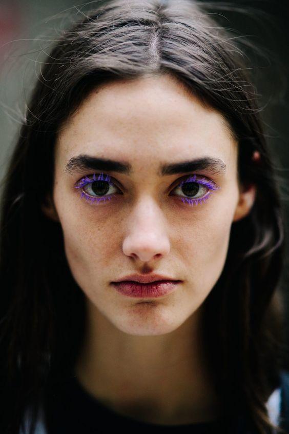 cílios coloridos violeta