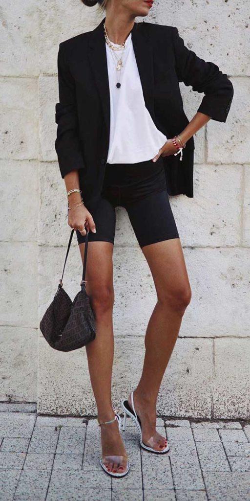 blusa branca e bermudninha