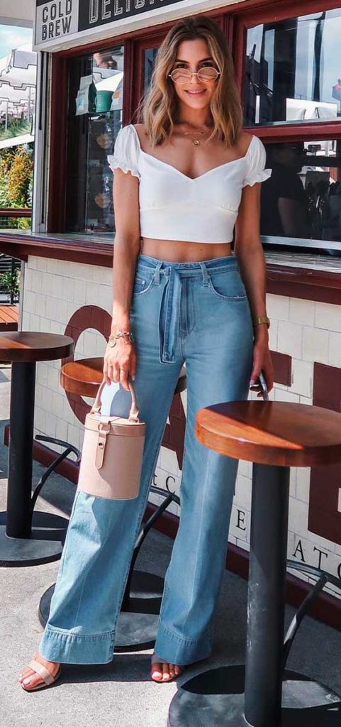 cropped branco e calça flare jeans