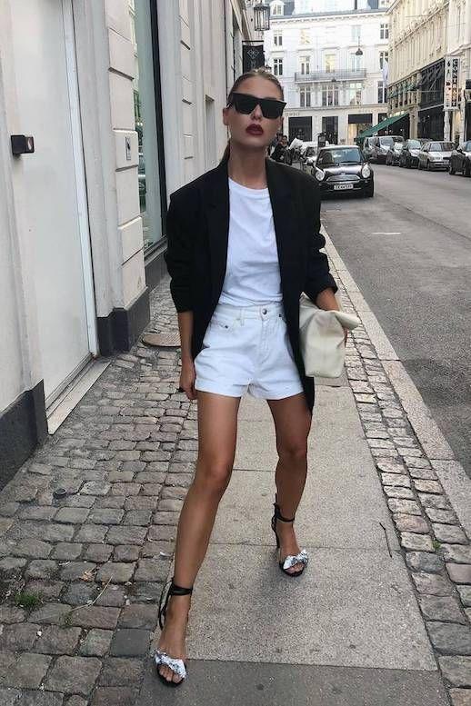 blazer preto, blusa e short branco