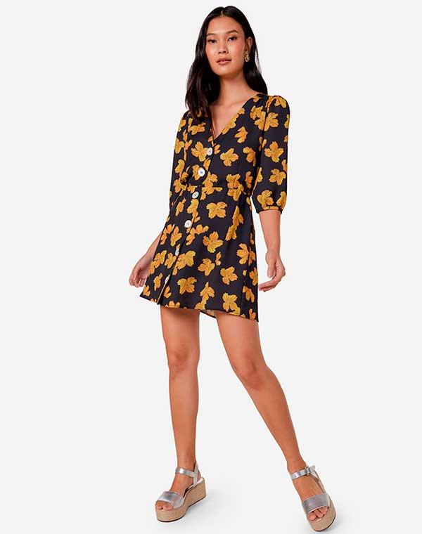 vestido curto com sandália plataforma