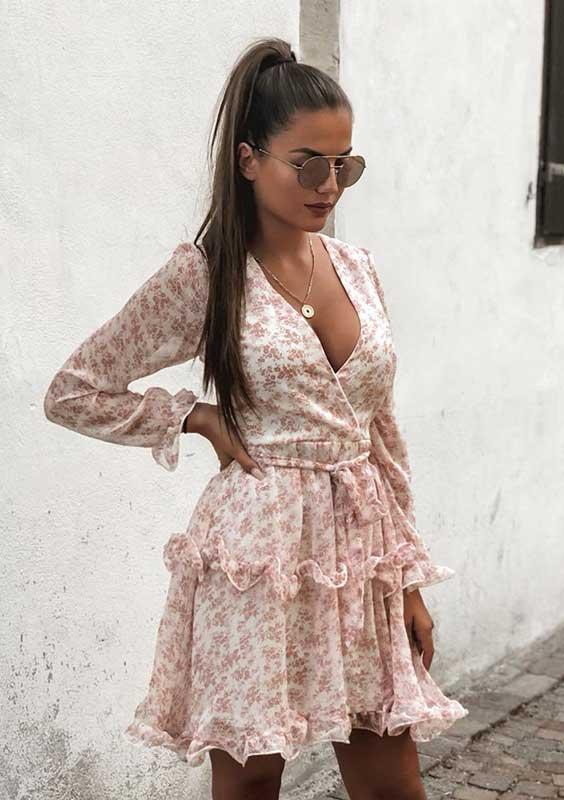 Christina Alexia com vestido floral