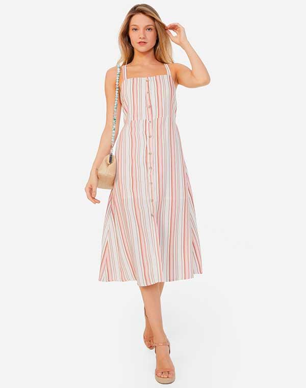vestido midi listrado com sandália plataforma