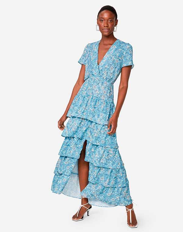 vestido longo azul com babados