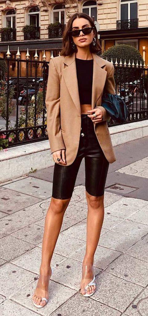 marrom blazer + biker shorts de couro