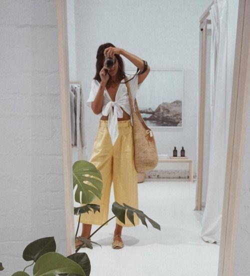 calça amarela e cropped com nozinho