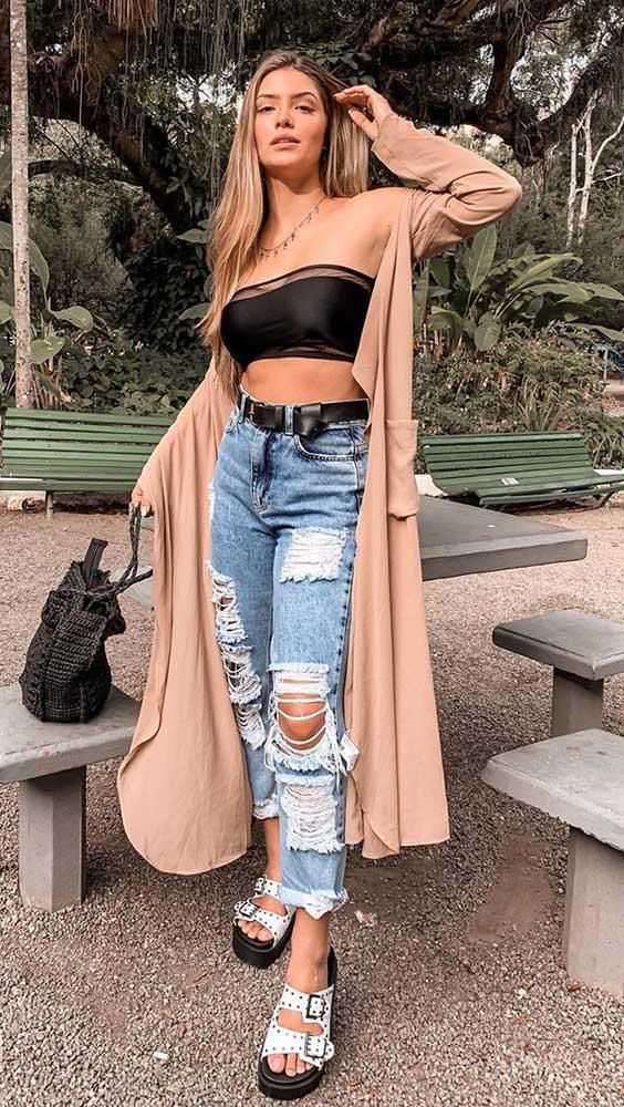 top faixa com calça jeans destroyed