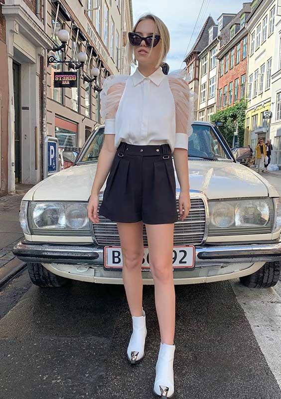 blusa branca manga de organza e short de alfaiataria