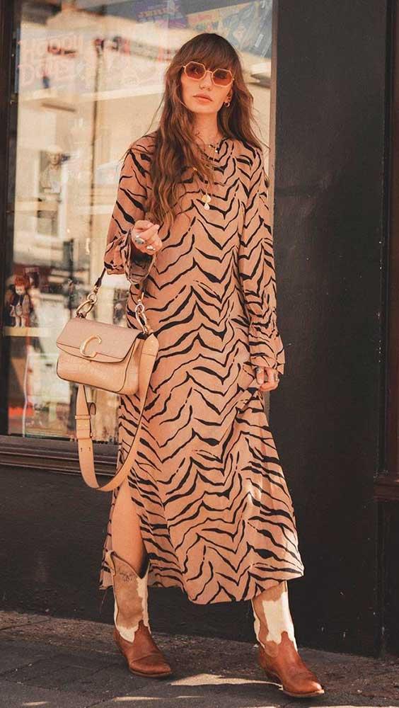 vestido longo de manga com animal print