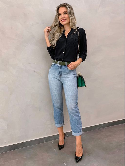 sapatos, scarpin preto e calça jeans
