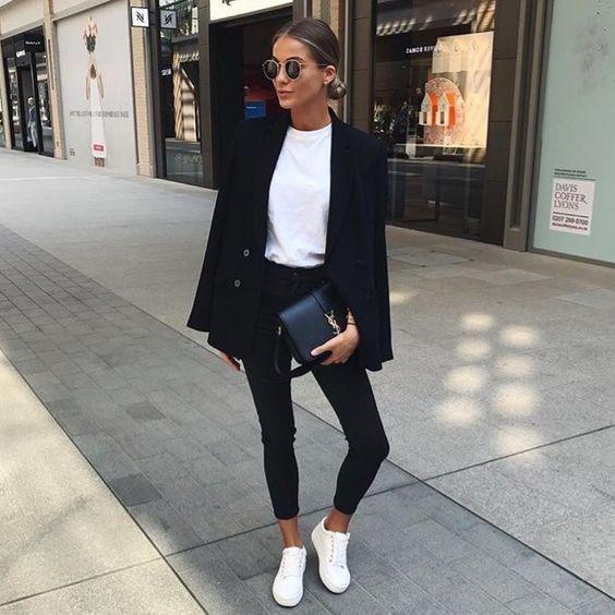 sapatos, tênis branco e calça preta