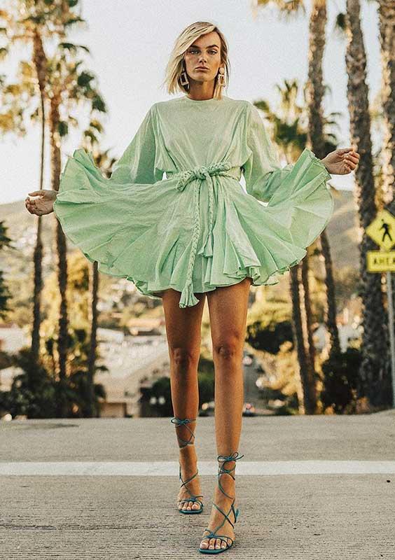 Look com cores vestido rodado verde menta