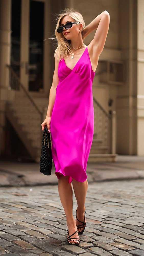 Look com cores slip dress magente
