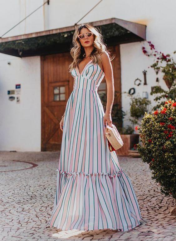 vestido longo com listras coloridas