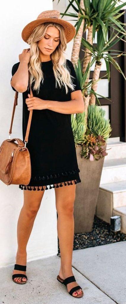 vestido preto boho com franjinhas