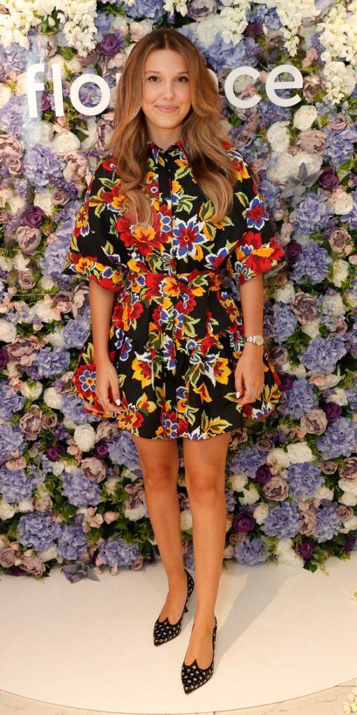 millie bobby brown com vestido floral