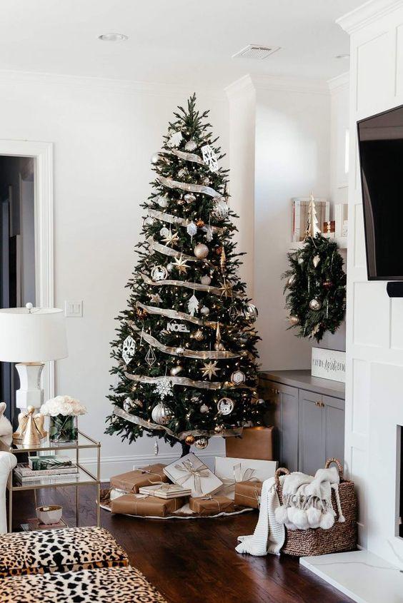 decoração de natal com ávore dourada