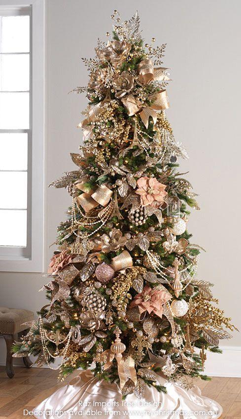 decoração de natal com arvore e enfeites rosa