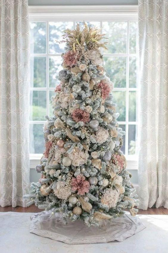 decoração de natal com arvore em tons pastel