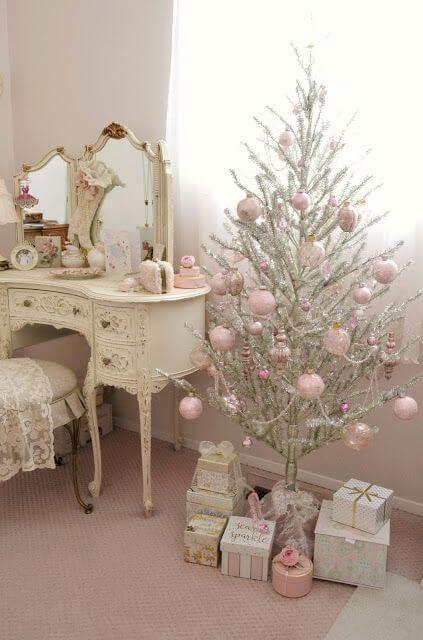 decoração de natal com arvore pequena
