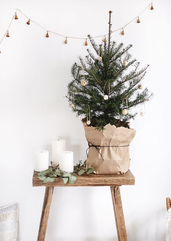 decoração de natal escandinava com arvore pequena