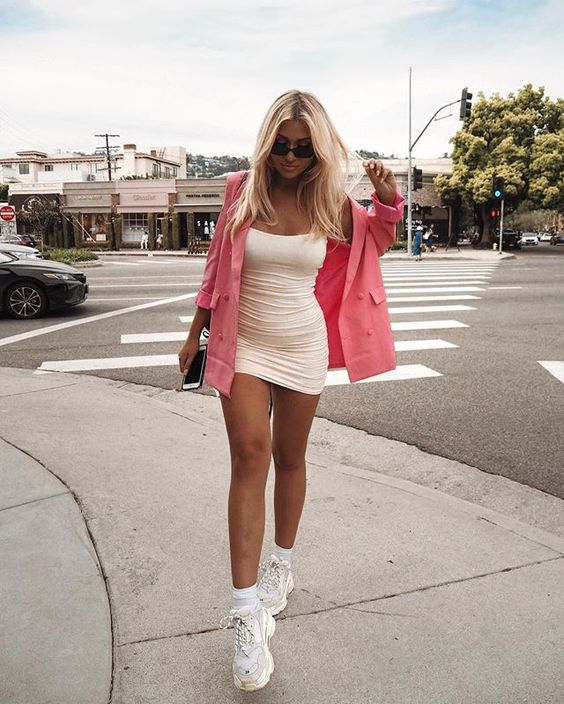tubinho branco com blazer rosa