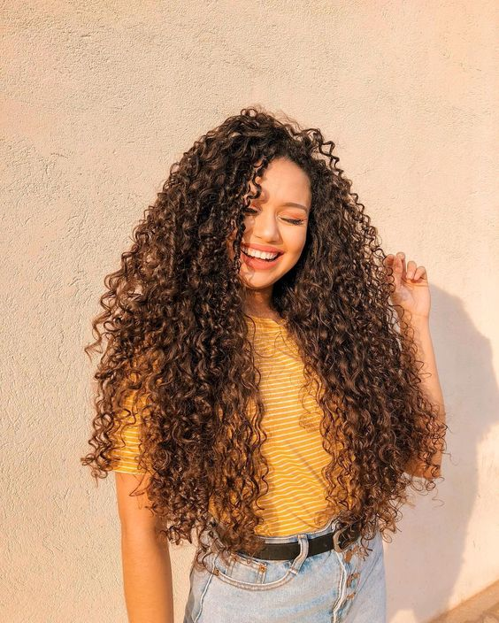 cabelo desfiado cacheado longo