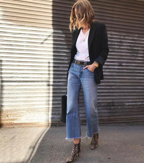 Looks descontraídos, blusa branca, blazer preto e calça jeans