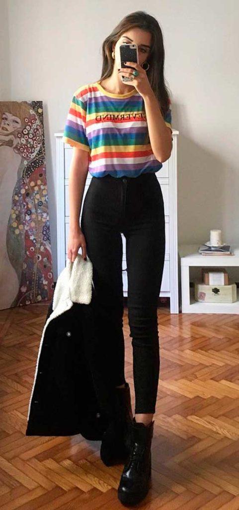 blusa com listras colorisas e calça skinny preta
