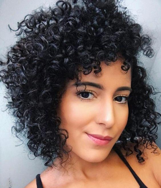 cabelo desfiado preto cacheado