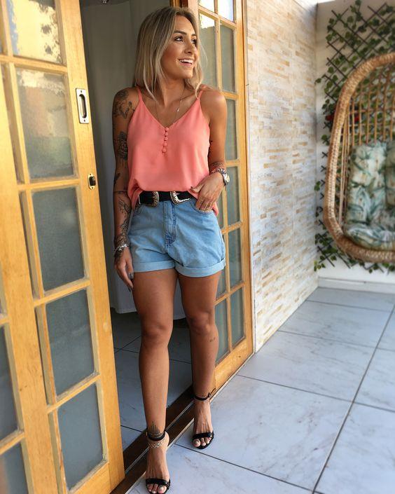 regata de alcinha rosa e short jeans