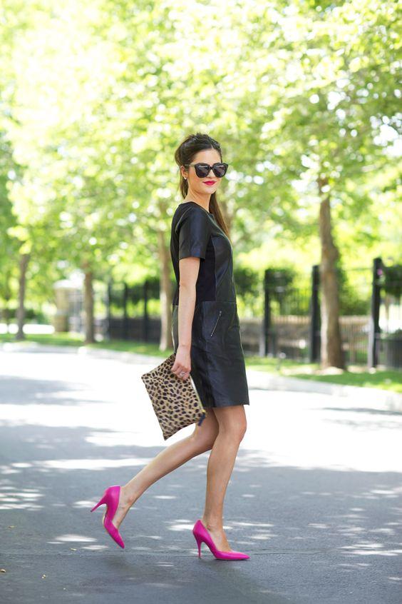 vestido preto e scarpin