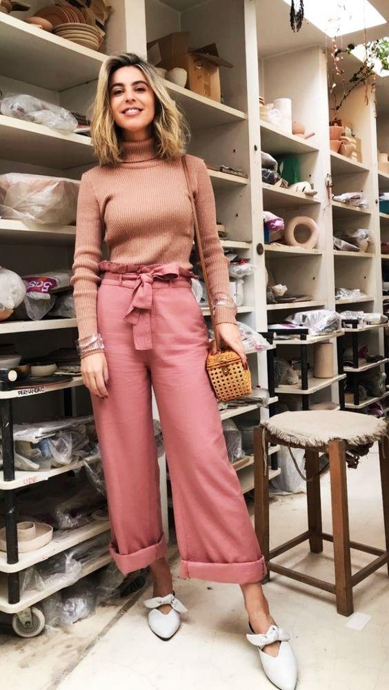 blusa rose e calça wide leg