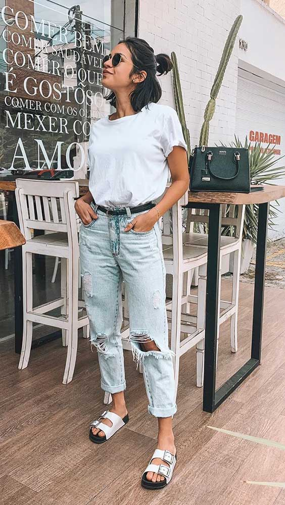t-shirt e jeans destroyed