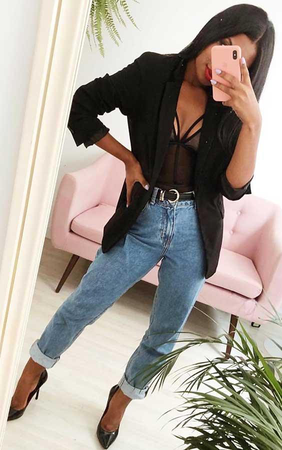 looks do fim de semana com body lingerie e mom jeans