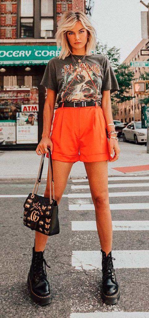 t-shirt de banda e short laranja