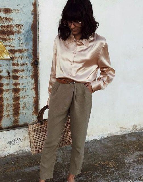 camisa de cetim e calça de alfaiataria