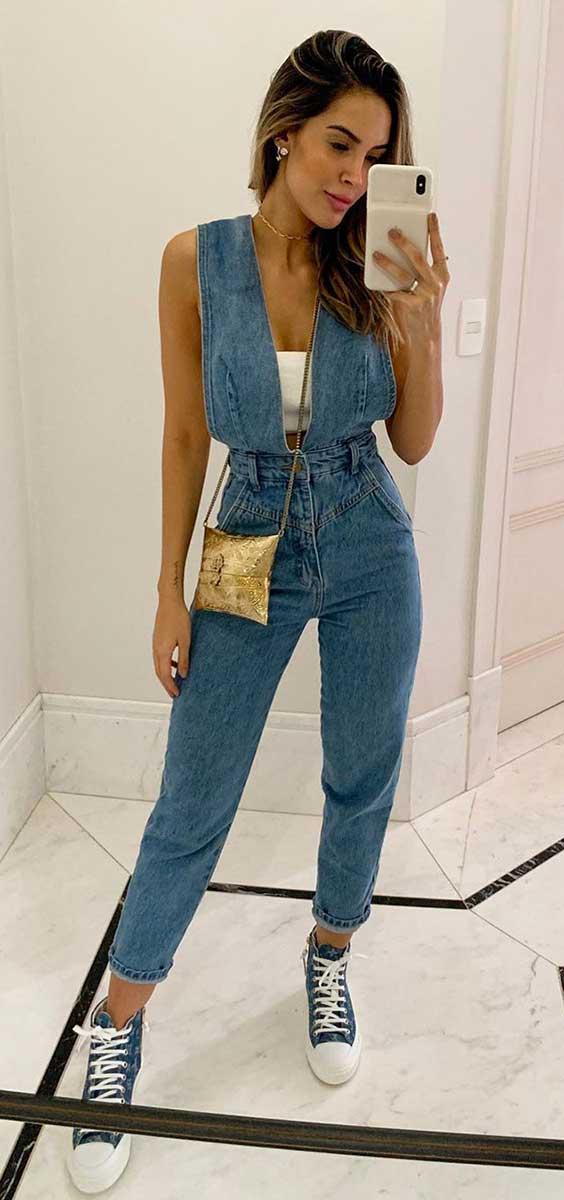 Giovanna Morete com macacão jeans e all star