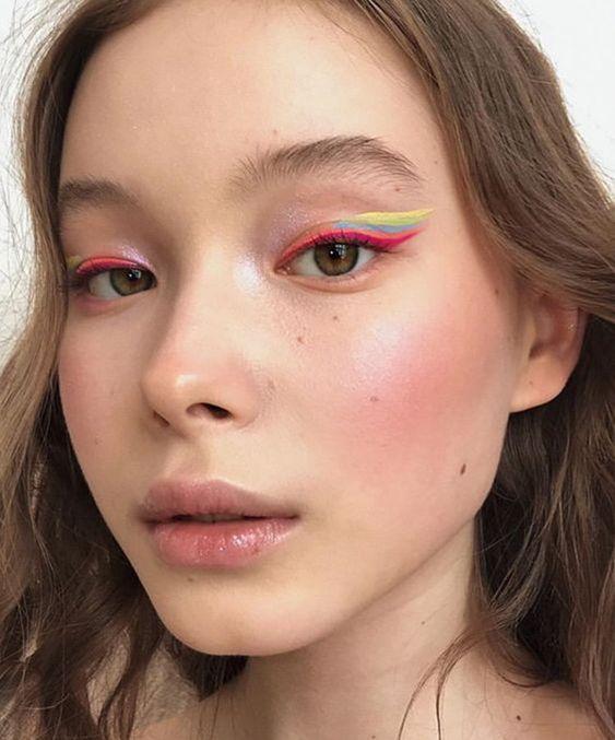 delineado rosa e neon, make colorida