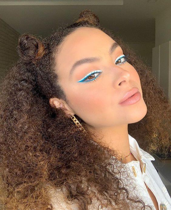 delineado azul neon
