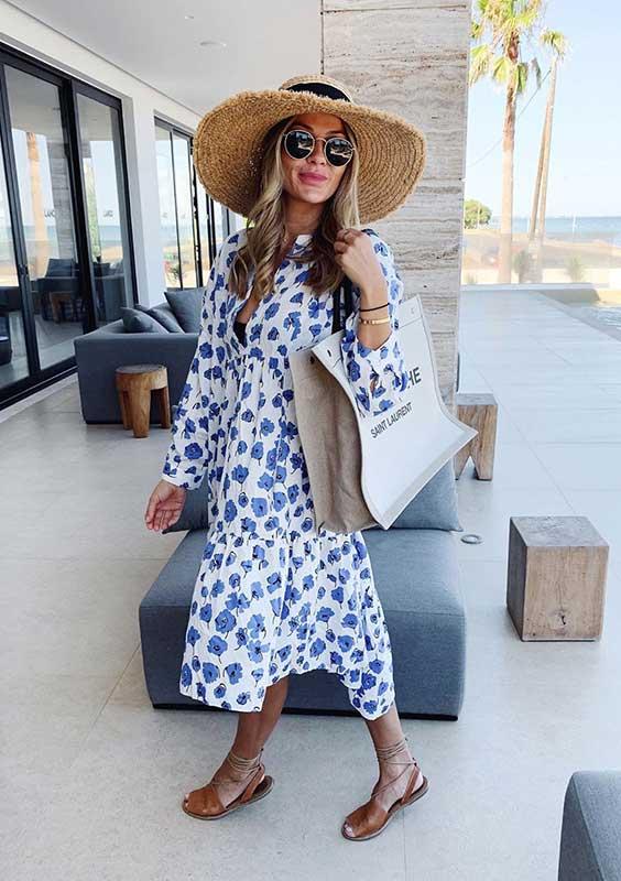 vestido midi no verão com chapéu e rasteirinha