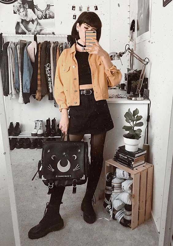 Lydia F. jaqueta amarela e look all black