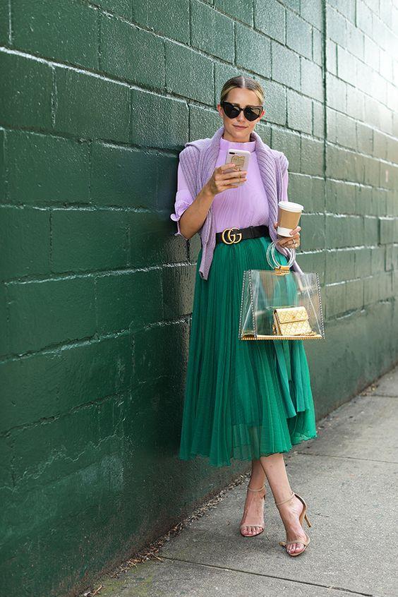 blusa lilás, saia midi verde, cito gucci