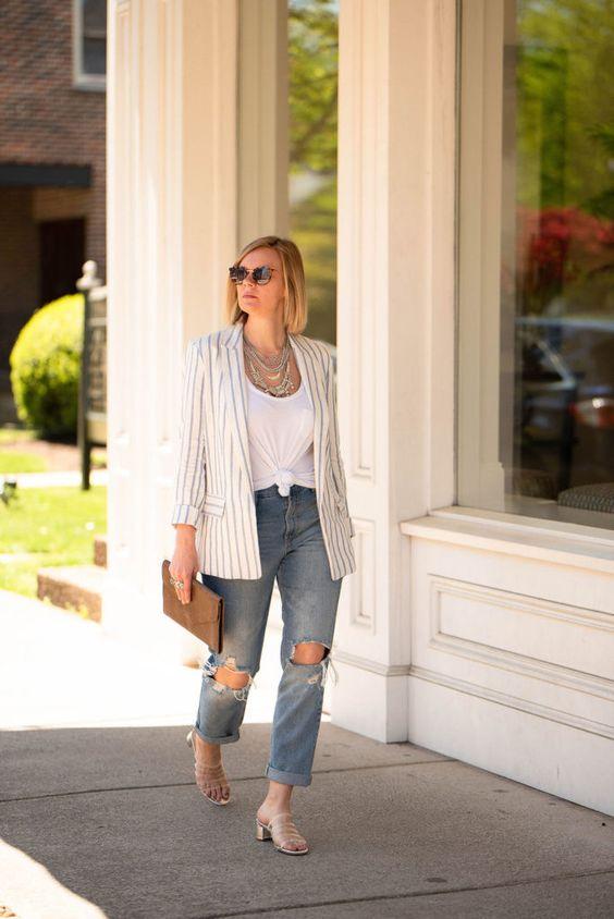 blusa com nozinho na cintura e calça jeans destroyed