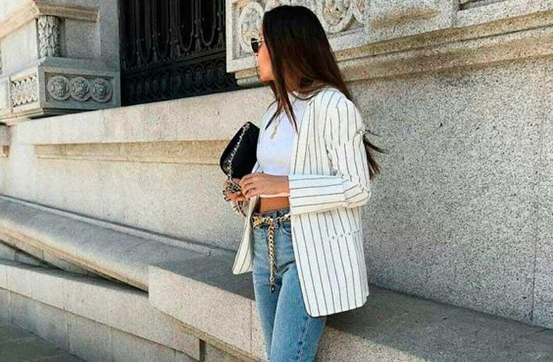 blazer e calça jeans